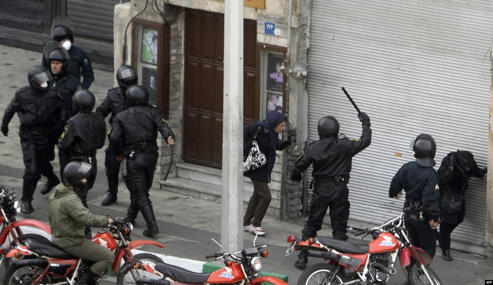 سرکوب معترضان توسط نیروهای یگان ویژه پلیس در تابستان ۸۸