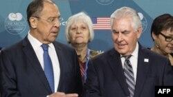 Ресей сыртқы істер министрі Сергей Лавров пен АҚШ мемлекеттік хатшысы Рекс Тиллерсон.