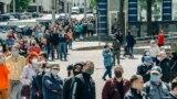 Чарга да пікету па зборы подпісаў за Сьвятлану Ціханоўскую ў Віцебску, 31 траўня