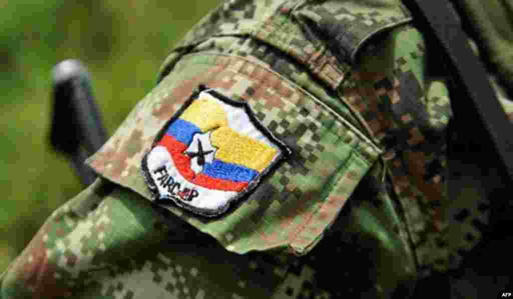 Нашивка на рукаве бойца FARC.