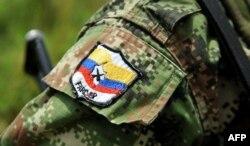Нашивка на рукаве бойца FARC
