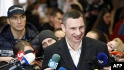 Vitaly Klitschko (sağda) və qardaşı Vladimir Klitschko