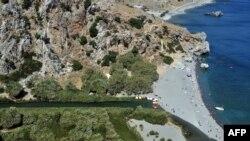 Част от крайбрежието на остров Крит (архивна снимка)