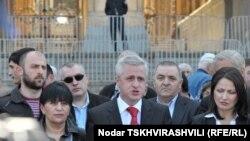 Перед началом акции адвокаты зачитали требования к властям
