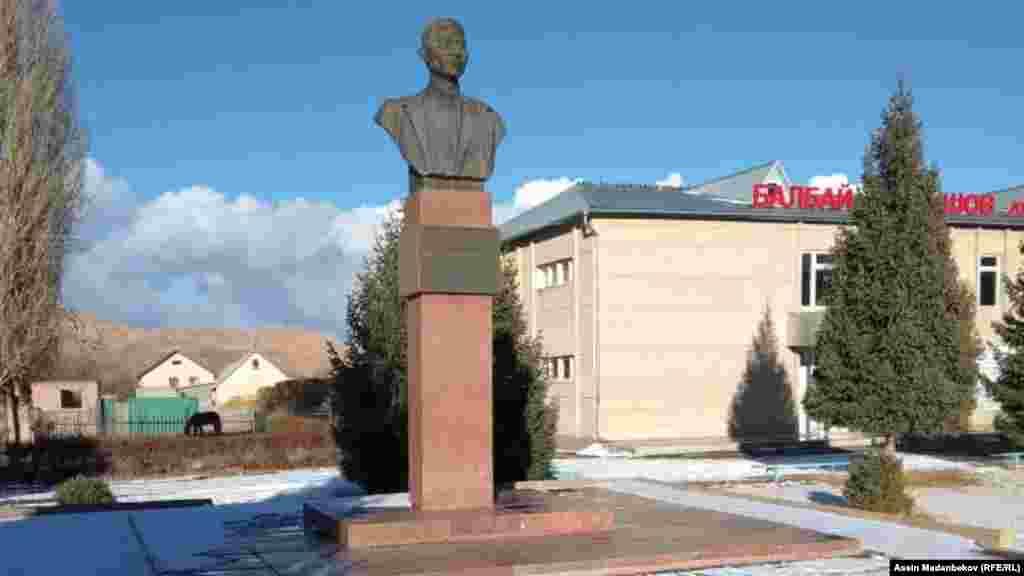 Таштанбек Акматов эмгек жолун малчылыктан баштап, 1987-жылдан тарта Кыргыз ССР Жогорку Советинин төрагалыгына чейин жеткен. Учурда ал 80 жашта.