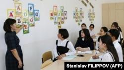 Qazaxıstan məktəblərində Latın qrafikasını öyrənməyə başlayıblar