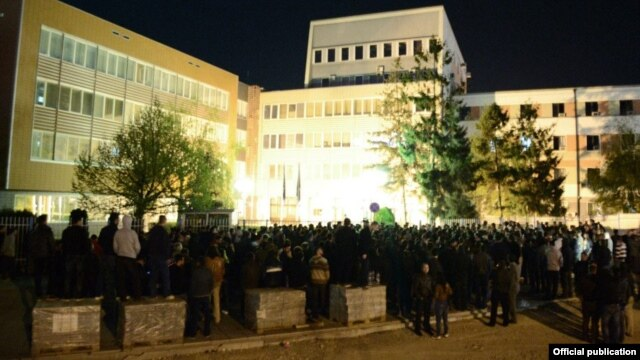 Protesters outside the Kosovo Parliament as lawmakers voted on the EU-mediated deal with Belgrade late on April 21.