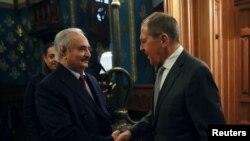 Халіфа Хафтар під час чергового візиту до Москви зустрічається з головою російського МЗС Сергієм Лавровим. 13 січня 2020 року