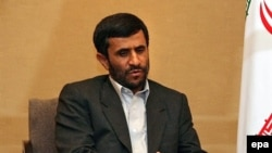 Президент Ирана Махмуд Ахмадинеджад на встрече с президентом России Владимиром Путиным в Шанхае