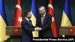 Президент України Володимир Зеленський і президент Туреччини Реджеп Ердоган (праворуч). Стамбул, 7 серпня 2019 року