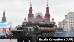 Orsýetiň S-400 kysymly ýer-howa raketa sistemasy, Ýeňiş baýramy mynasybetli Gyzyl meýdançada geçirilen harby paradda, Moskwa, 9-njy dekabr, 2017