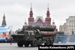 """Ракетные установки С-400 """"Триумф"""" на военном параде в Москве 9 мая 2017 года"""