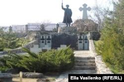 Мемориал казакам, погибшим в Крыму и Лиенце. Автор – ростовский скульптор Константин Чернявский