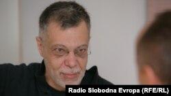 Spomenik nekompetentnosti i korumpiranosti naših vlasti: Dejan Tiago Stanković