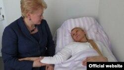 Далия Грибаускайте, раисиҷумҳури Литва дар аёдати Юлия Тимошенко, сарвазири пешини Украина дар зиндон.