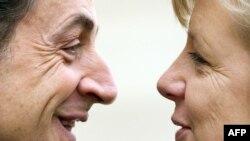 Николя Саркозӣ (аз тарафи чап) бо Ангела Меркел