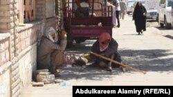 متسولان عراقيان