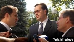 Vlad Filat, Marian Lupu şi Mihai Ghimpu (de la stânga la dreapta)