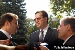 Vlad Filat (stânga), Marian Lupu, Mihai Ghimpu
