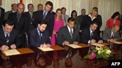 Потпишување на Рамковниот договор во Скопје на 13 август 2001 година.
