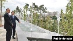 Prezident İlham Əliyev Binəqədinin yenidən qurulmuş Heydər parkında, 2013