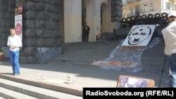 """Adamlar Putine garşy """"ýumurtga bilen"""" ses berdiler. Kiýew, 24-nji maý, 2014."""