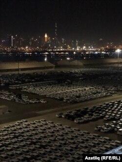 Дубай портында машиналар склады