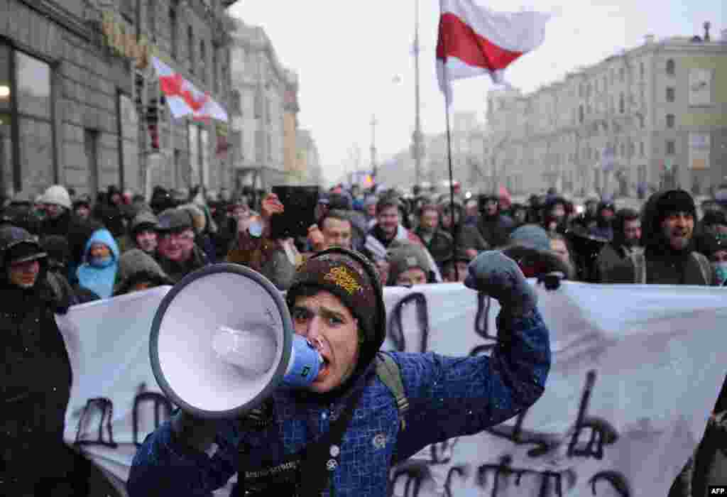 Belarusians shout slogans as they take part in a rally against the deteriorating economic situation in the country in central Minsk. (AFP/Sergei Gapon)
