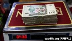 100 АКШ доллары миңдик номинал менен эсептегенде 430 грамм өзбек сумуна барабар