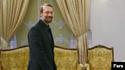 آقای لاریجانی می گوید که ایران دست از تعلیق غنی سازی بر نمی دارد.