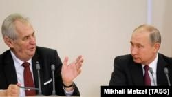 Президент Чехии Милош Земан (слева) и президент России Владимир Путин. Сочи, 21 ноября 2017 года.