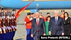 Mike Pence și premierul Dusko Markovic la Podgorica