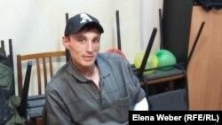 Денис — участник группы взаимопомощи для людей, живущих с ВИЧ. Темиртау, 16 апреля 2016 года.