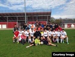 Сборная кыргызов по футболу в Чикаго после матча со сборной кыргызов штата Огайо. Фото предоставлено Замирбеком Нуровым.