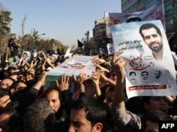 احمدی روشن روز ۲۱ دی ۱۳۹۰ هنگام خروج از خانهاش توسط یک موتورسوار که بمبی مغناطیسی را به بدنه اتومبیل او چسباند، در خیابان گل نبی یا میدان کتابی در تهران ترور شد.