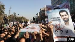 مراسم تشییع جنازه مصطفی احمدی روشن، معاون بازرگانی سایت هستهای نطنز که ۲۱ دیماه بر اثر انفجار بمب کشته شد.
