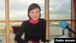 «Хабар» агенттігінің Лондондағы тілшісі болған Бэла Құдайбергенова. (Сурет Facebook парақшасынан алынды).
