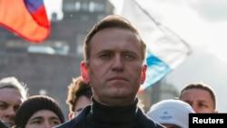 Мухолифатчи Алексей Навальний.