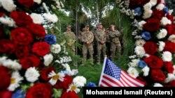 В странах, где есть американские представительства, в этот день вспоминают жертв терактов (Кабул, 11 сентября 2017, архив)