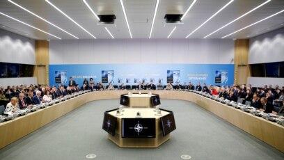 Generalni sekretar NATO-a Jens Stoltenberg je, predajući je makedonskom premijeru Zoranu Zaevu,pozivnicu ocenio kao važno dostignuće za Makedoniju