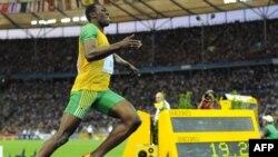 Ямайский спринтер Усейн Болт, чемпион мира на стометровке