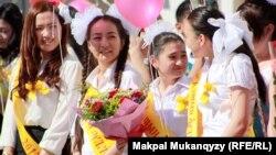 Казахстанские школьники. Иллюстративное фото.