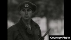 Кадр из фильма: советский солдат в Праге в августе 1968 года