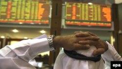 با پايان يافتن تعطيلات چهارروزه و باز شدن بازارهاى سهام امارات در روز دوشنبه، سرمايه گذاران توانستند نسبت به بحران مالى شهر دبى عكس العمل نشان دهند.