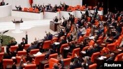 Թուրքիայի խորհրդարանը քվեարկության ժամանակ, արխիվ