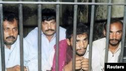 Пакистан абагында жаткан адамдар.