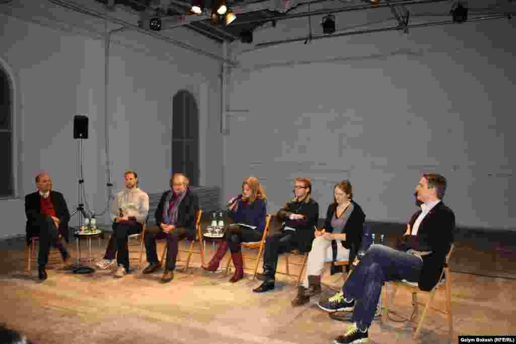 Саяси театр туралы дискуссия басталды.