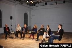 Театральный режиссер Болат Атабаев участвует в дискуссии с немецкими коллегами. Кёльн, 1 марта 2013 года.