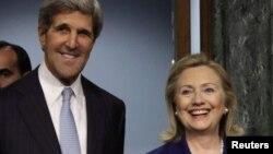 Ish Sekretarja amerikane e Shtetit, Hillary Clinton dhe Sekretari aktual i Shtetit, John Kerry (ARKIV)