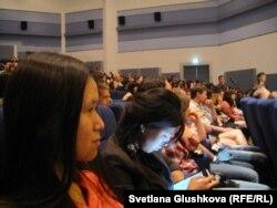 Студенты Евразийского национального университета им. Л. Н.Гумилева на лекции нобелевских лауреатов.